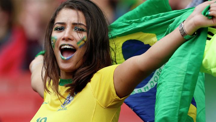 Бразильская болельщица была …