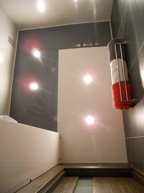Он превратил крошечную ванную комнату 1,57х2,09м. в комфортное и функциональное помещение!