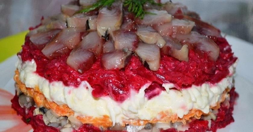 Салат с сельдью и грибами: оригинальный вариант любимого салата