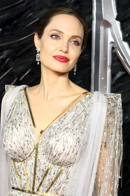 Анджелина Джоли высказалсь об опасности самоизоляции для детей из неблагополучных семей Новости