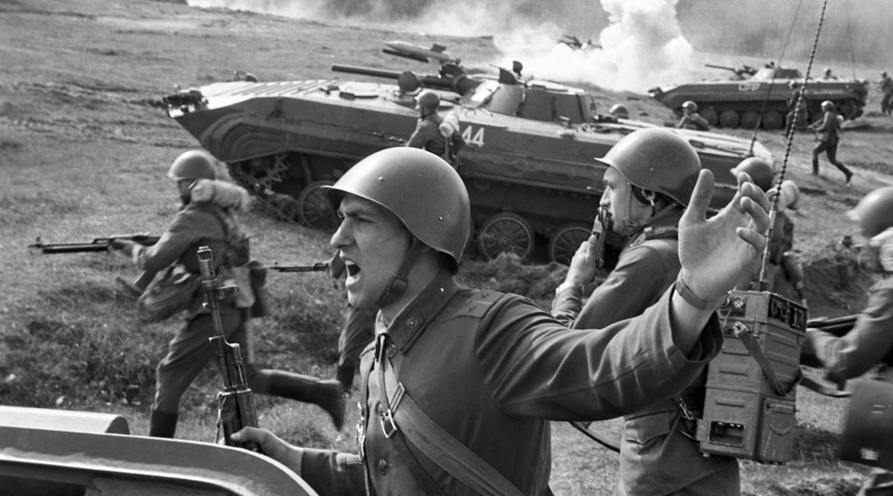 Создание Красной армии - 23 февраля 1918 года в России появилась новая военная сила — Рабоче-крестьянская Красная армия (РККА)