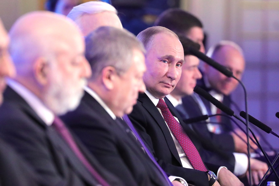 Путин в мейнстриме? Готов заняться экономикой вплотную, содержательно