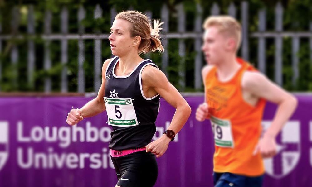 Сила духа: английская спортсменка ползком пересекла финишную линию (видео)