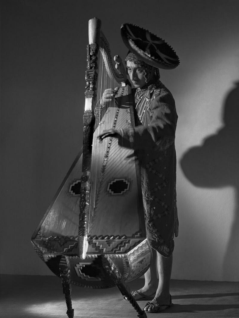 Тело, свет, отражение. Легенда аргентинской фотографии Аннемари Генрих  40