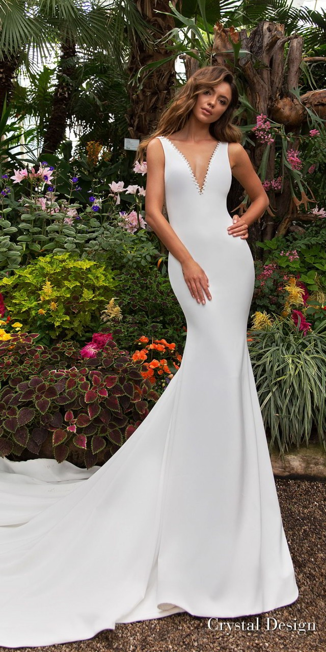 crystal design 2018 sleeveless deep v neck simple clean fit and flare wedding dress sheer back chapel train (candle) mv