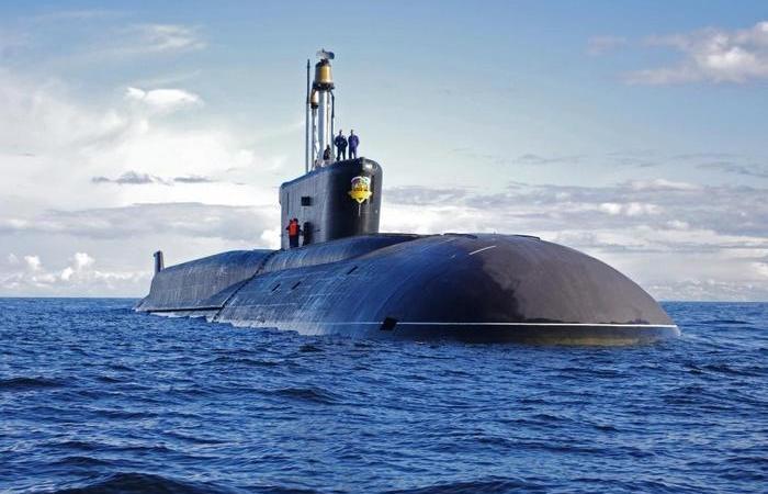Почему подводные лодки всегда черного цвета и что за прямоугольники к ним крепят
