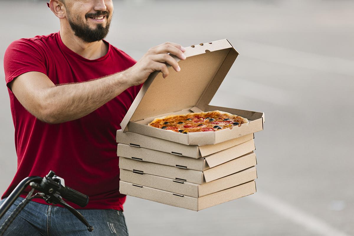В Краснодаре семь лет грозит мужчине за отобранную у курьера пиццу