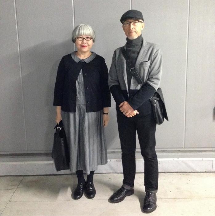 Японская пожилая пара в стиле familly look