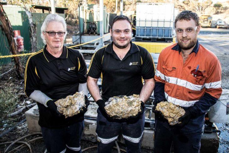 Шахтёры добывали никель и случайно раскопали 255 кг золота на $10 млн