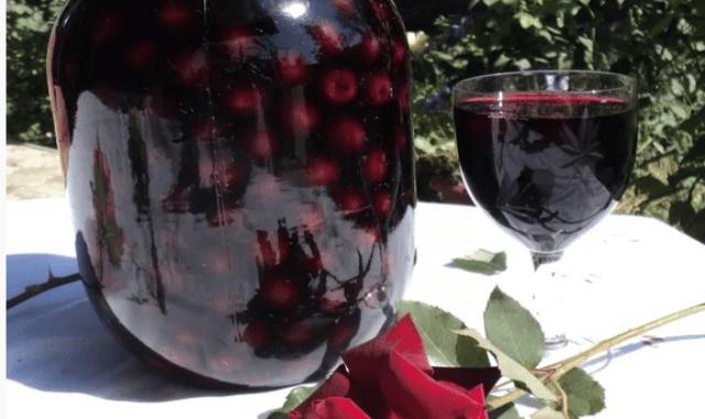 Сладкая ягодная наливочка « всего по 4»: пора подумать о праздниках
