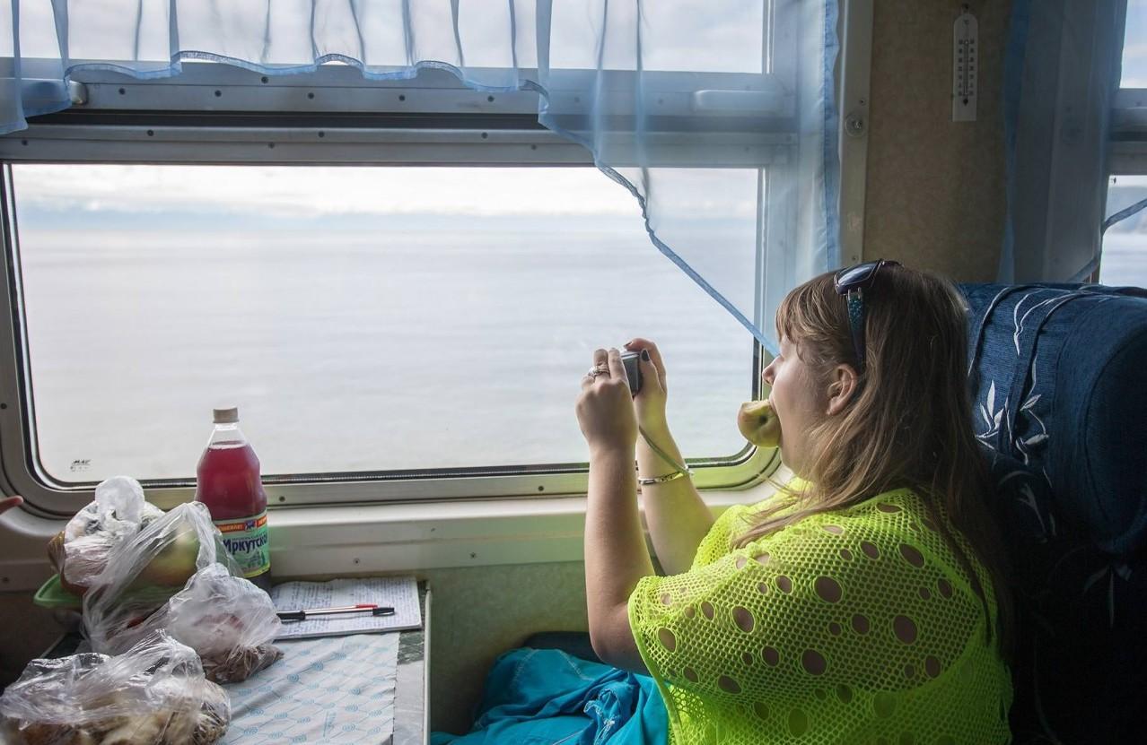 Сидела дама у окна, а он вошел в ее вагон