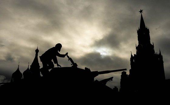 Россияне назвали список стран, куда приехали бы на танках
