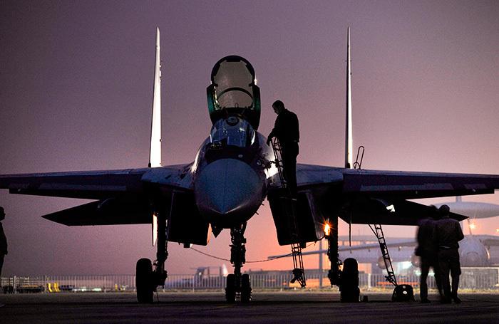 Китай возмутился американскими санкциями за покупку Су-35 и С-400 у России