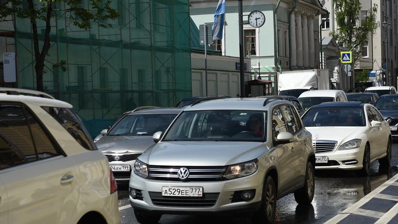 Московских водителей предупредили о скользких дорогах