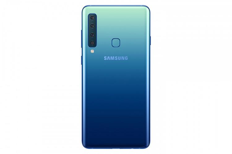 Samsung анонсировала первый в мире смартфон с четырьмя камерами сзади смартфон