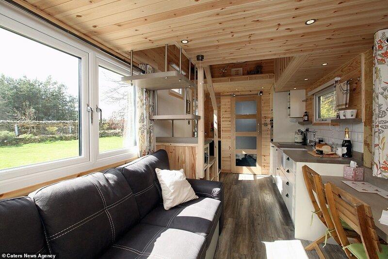 Парень построил себе эко-дом на колесах, и теперь продает их по всему миру дом, жилье, история, строитель, строительство, эко-дом, экодом, экологичный дом