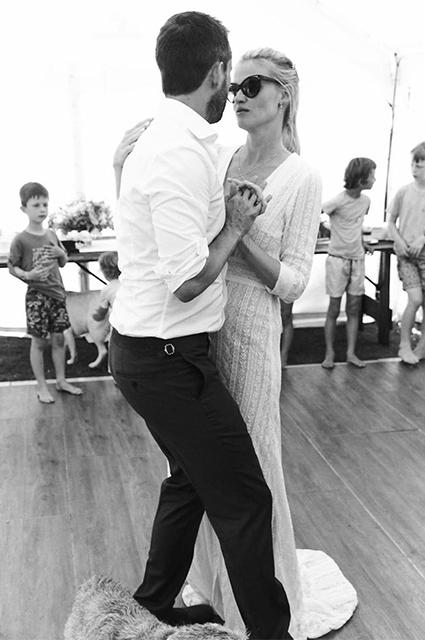 Модель Лара Стоун вышла замуж во второй раз: первые фото со свадьбы Звездные пары