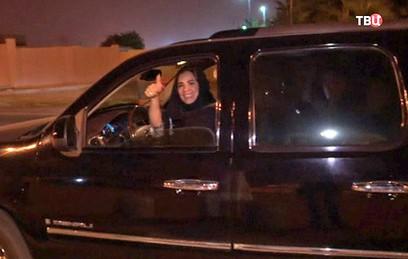Женщины Саудовской Аравии получили право водить автомобиль