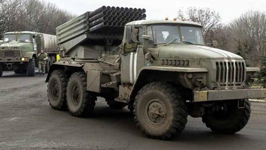 """ЛНР: Вооруженные силы Украины выдвинули к линии соприкосновения """"Грады"""", БМП и танки"""