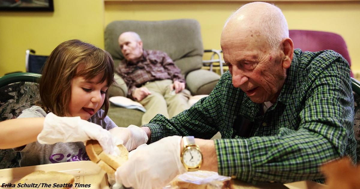 В США решили совместить дом престарелых и детский сад. Получилось чудо!