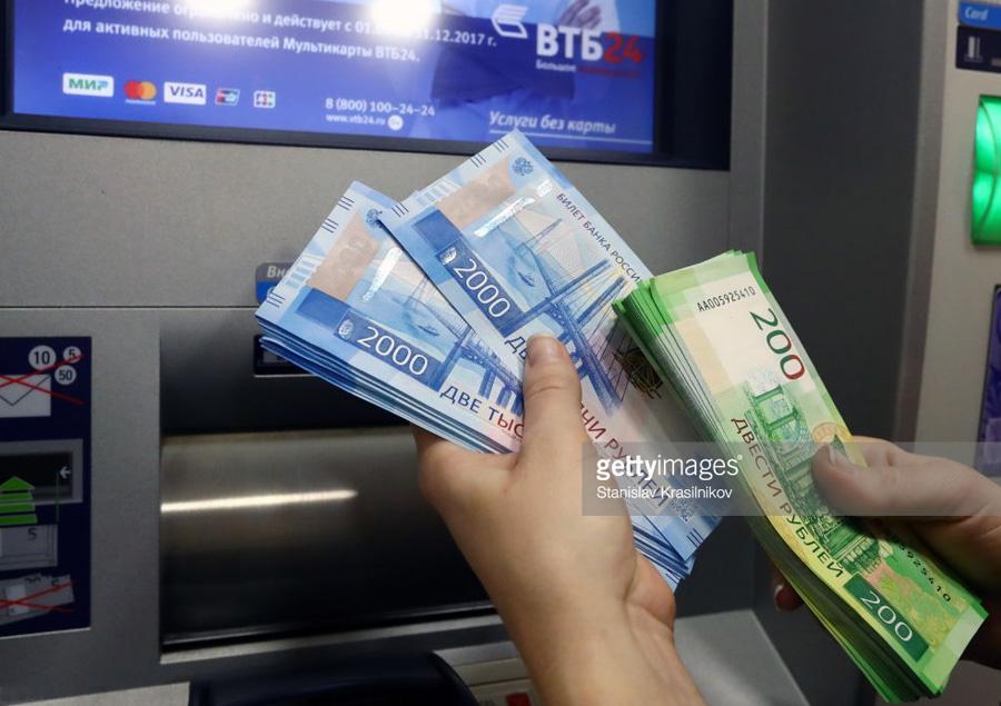 О пяти причинах спешно менять рубли на доллары