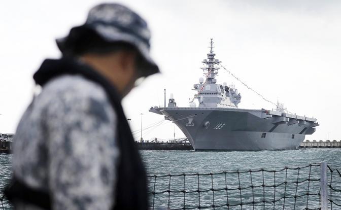 На фото: вертолетонесущий эсминец «Идзумо»