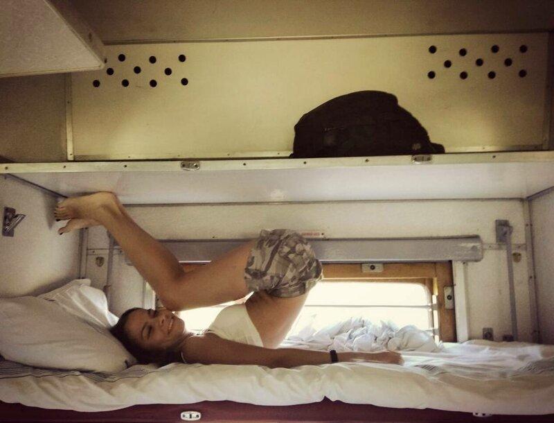Так вот почему многие мужики мучаются в поездах от бессонницы боковушка, девушки, купе, плацкарт, поезд, путешествие, ржд