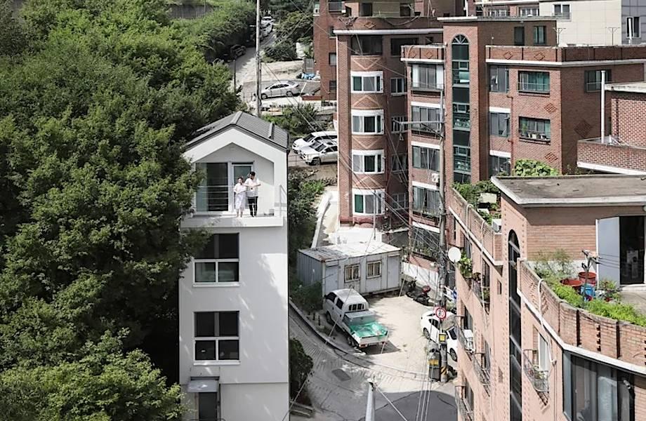 Видео: Молодая пара построила 5-этажную виллу на участке площадью 18 квадратных метров