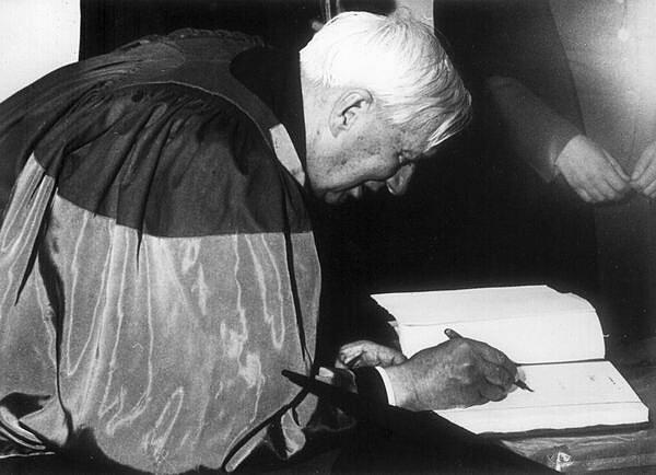 Писатель Корней Чуковский на церемонии вручения докторской степени по литературе. Оксфорд, Англия, 1962 год знаменитости, исторические фотографии, история, редкие фотографии, фото