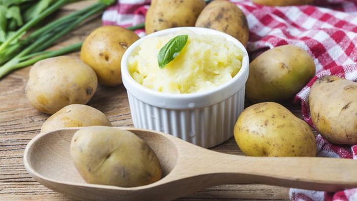 Белый картофель хорошо разваривается и поэтому подходит для пюре.