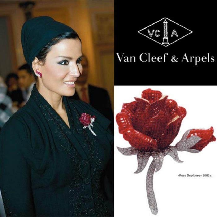 Брошь Распускающаяся роза от Van Cleef & Arpel