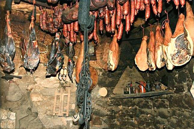 солонина в подвале ( фото из интернета)