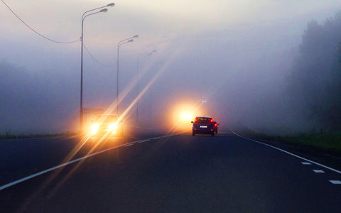 Мне моргают дальним светом фар – что бы это значило?