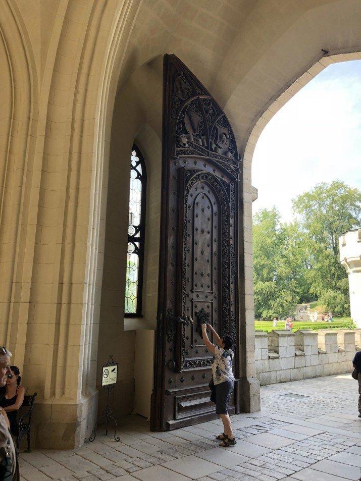 И ведь построили же для кого-то такие двери в мире, вещи, размер, удивительно, фото