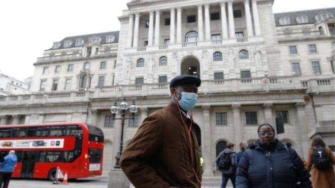 Коронавирус: правительство Британии планирует закрыть в карантин всех старше 70 лет на месяцы