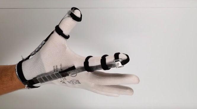 В Швейцарии создали перчатку для ощущаемого контакта с виртуальными объектами