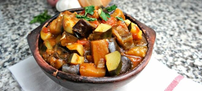 Соте с мясом и овощами и картошкой