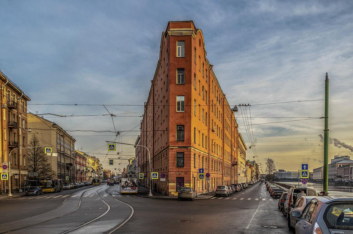 садовый пруд фото необычных зданий в санкт петербурге главном офисном