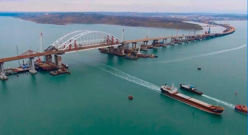 Минтранс рассказал о вводе движения по автодорожной части Крымского моста