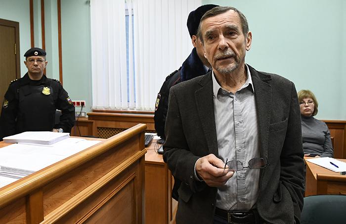 «Не надо насиловать великий русский язык». Как снизили срок ареста Льву Пономареву