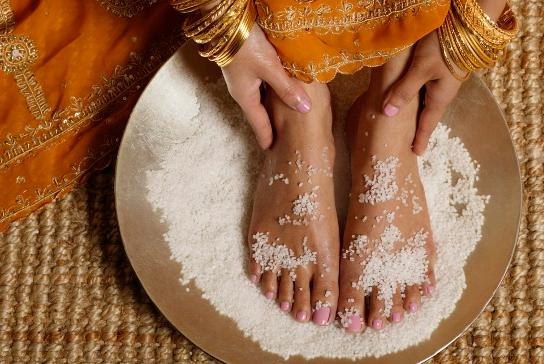 Сахарный пилинг для пяток: как сделать в домашних условиях?