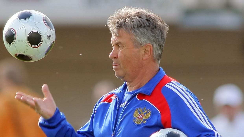 Приведший сборную России по футболу к бронзе на Евро-2008 Хиддинк завершил карьеру Спорт
