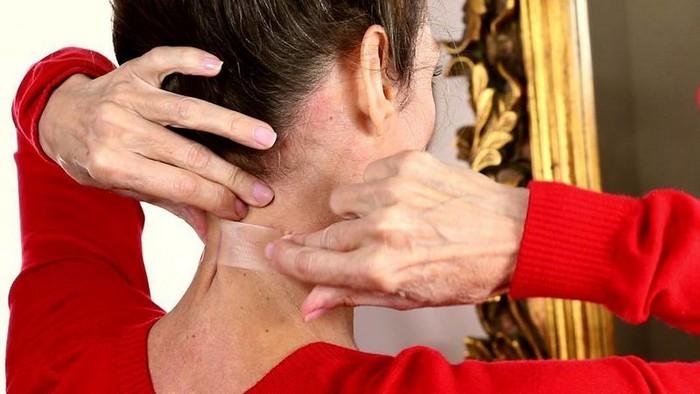 7 золотых правил ухода за кожей шеи и декольте, которые позволят выглядеть гораздо моложе