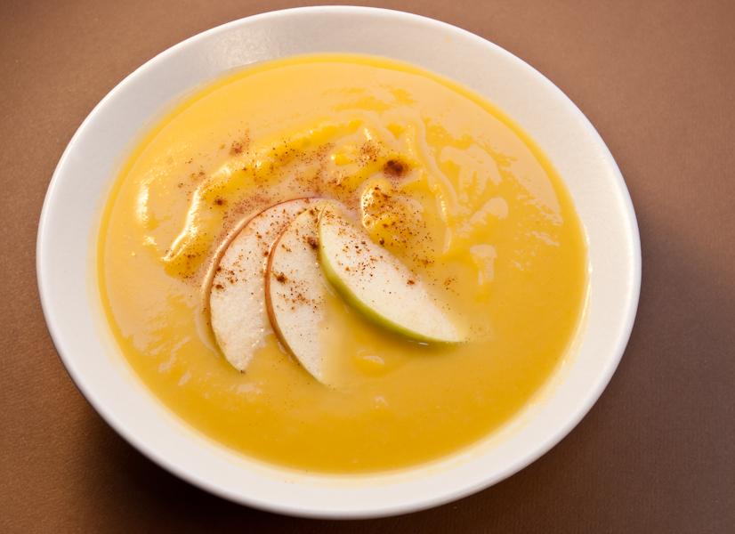 Яблочный суп с перловкой и яблочный суп со сметаной