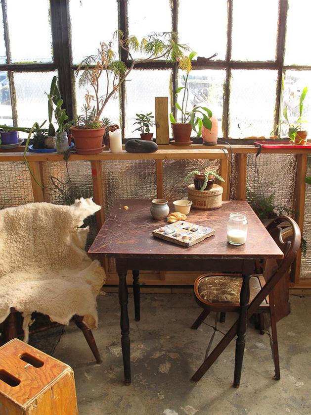 Мебель и предметы интерьера в цветах: темно-коричневый, коричневый, бежевый. Мебель и предметы интерьера в стилях: кантри.