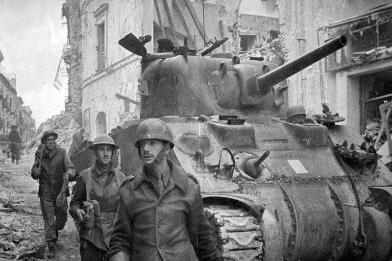 Город Ортона на Адриатическом побережье, Италия, 1944 год. Канадские войска. история, ретро, фото