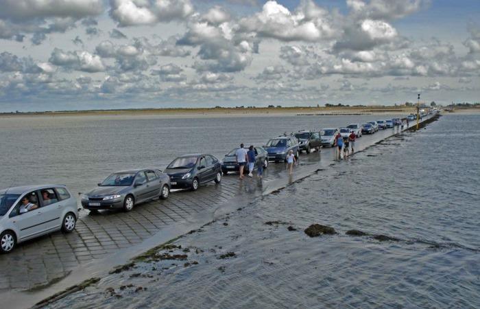 Пассаж дю Гуа: дорога во Франции, которая тонет 2 раза в день