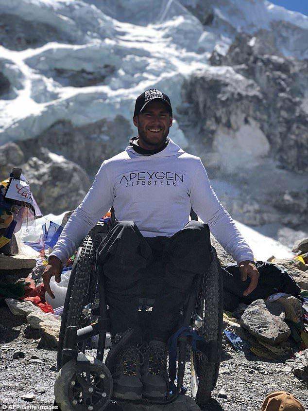 Парализованный австралиец покорил Эверест на инвалидной коляске