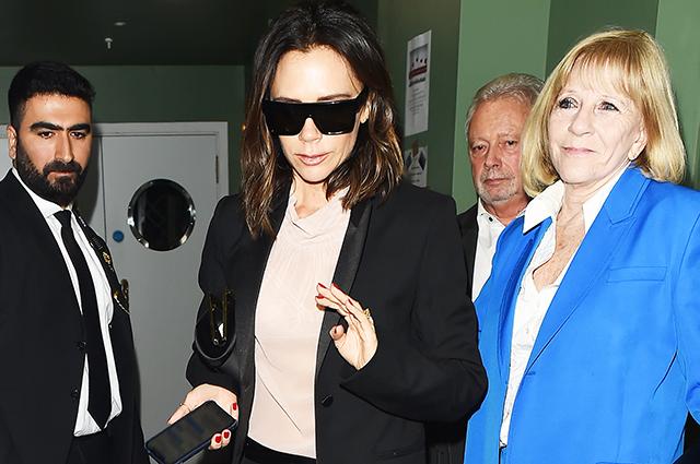 Виктория Бекхэм вместе с мужем Дэвидом и мамой посетила бар в Лондоне