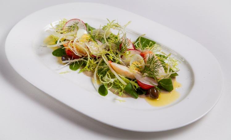 Легкий ужин: зеленый салат цезарь с цукини и миндалем Стиль жизни,Еда и рецепты